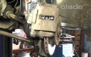 Замена скобы суппорта переднего тормозного механизма