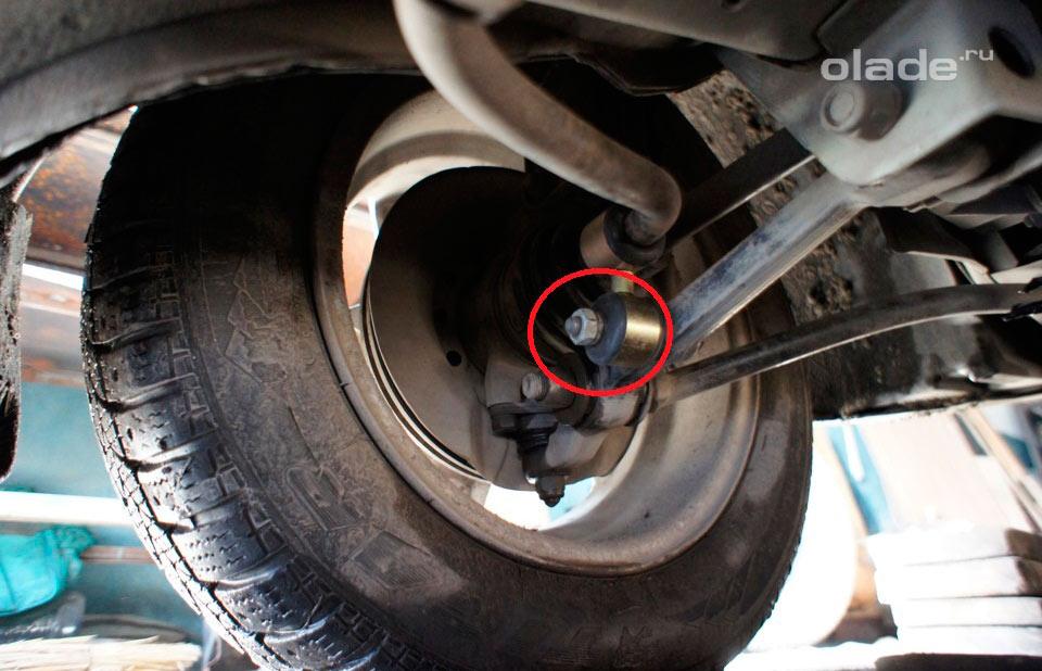 Замена стоек стабилизатора передней подвески на Ладе Гранта (фото 1)