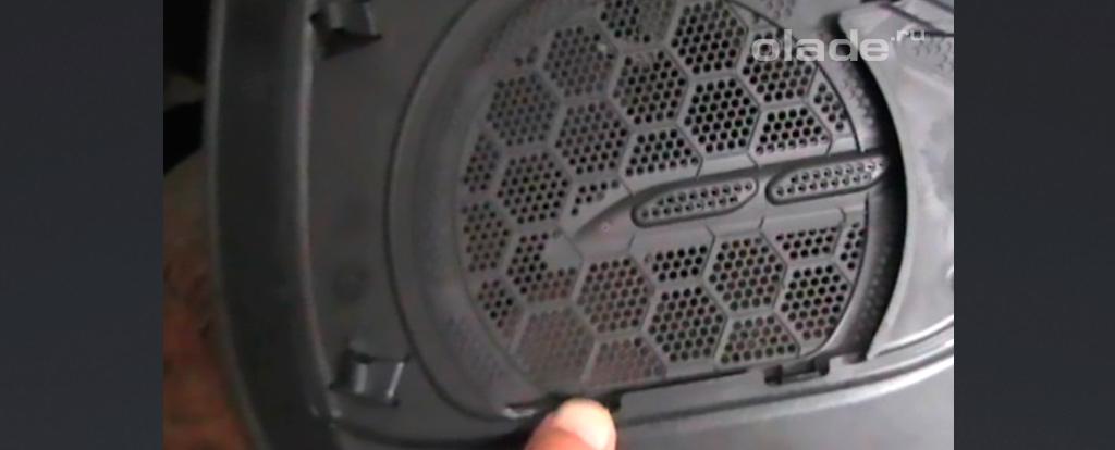 Снятие и установка карты задних дверей на Ладе Веста (фото 12)