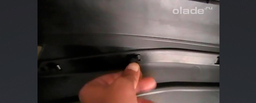 Снятие и установка карты задних дверей на Ладе Веста (фото 13)