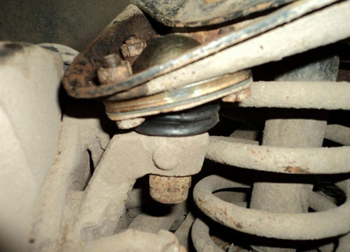Самостоятельная замена шаровых опор ВАЗ 2107 (верхней и нижней)
