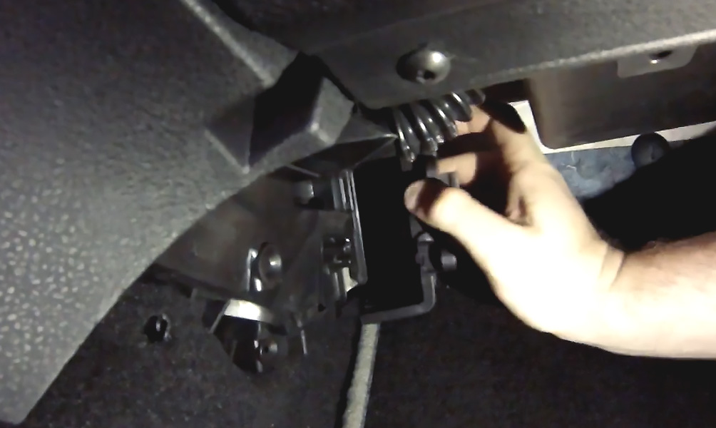 Замена салонного фильтра Lada XRay (фото 2)