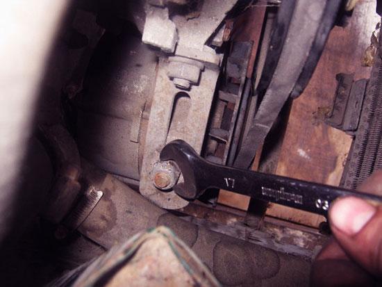 Как подтянуть ремень генератора на ВАЗ 2115 своими руками