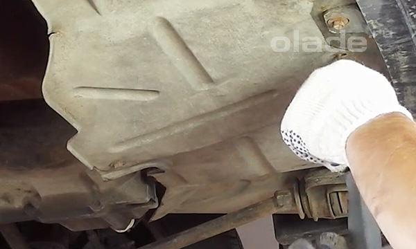 Демонтаж защиты двигателя Лада