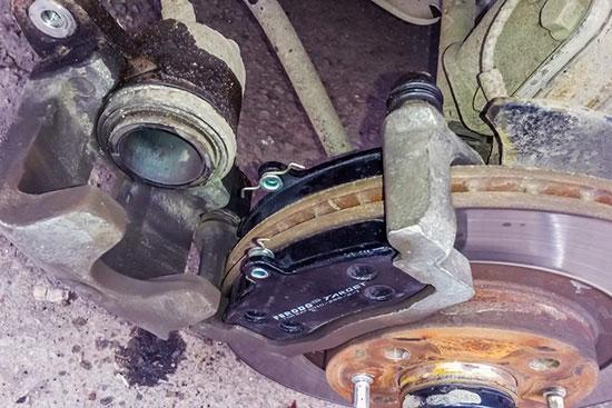 Самостоятельная замена передних тормозных колодок Лада Гранта