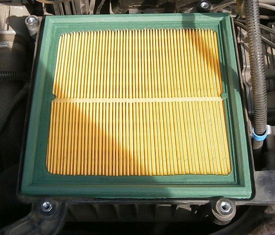 Как заменить воздушный фильтр на Лада Приора