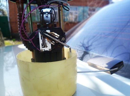 Как заменить датчик уровня топлива ВАЗ 2110 своими силами