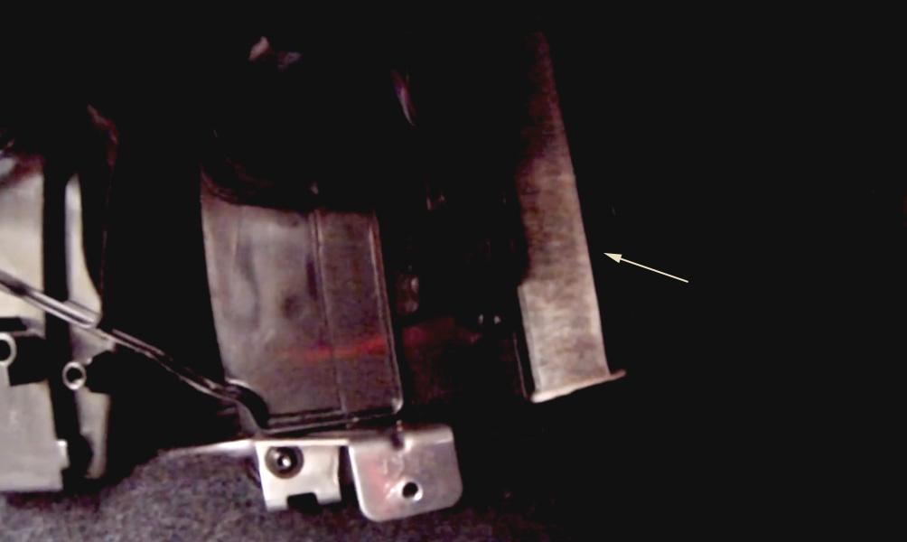 Замена салонного фильтра Lada Vesta (фото 6)