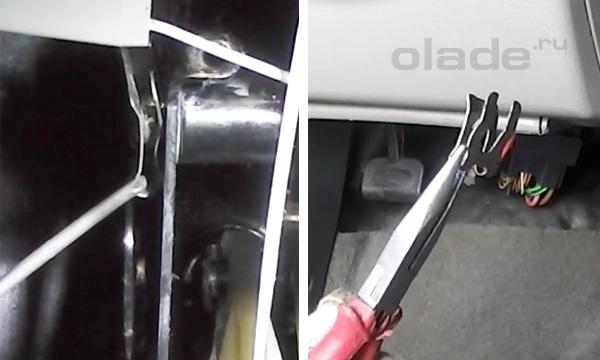 Извлечь металлический фиксатор у основания педали Лады