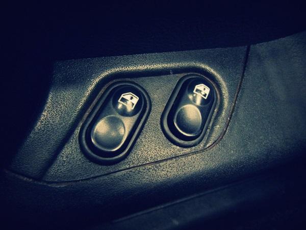 Кнопки стеклоподъемника