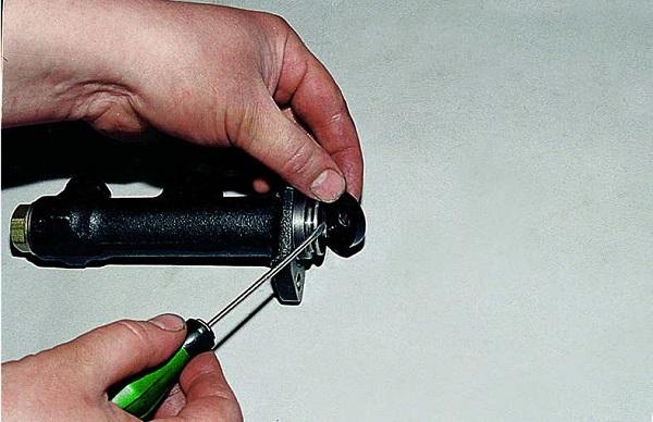 Ремонт рабочего цилиндра сцепления