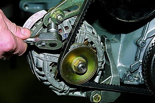 Замена и натяжение ремня генератора