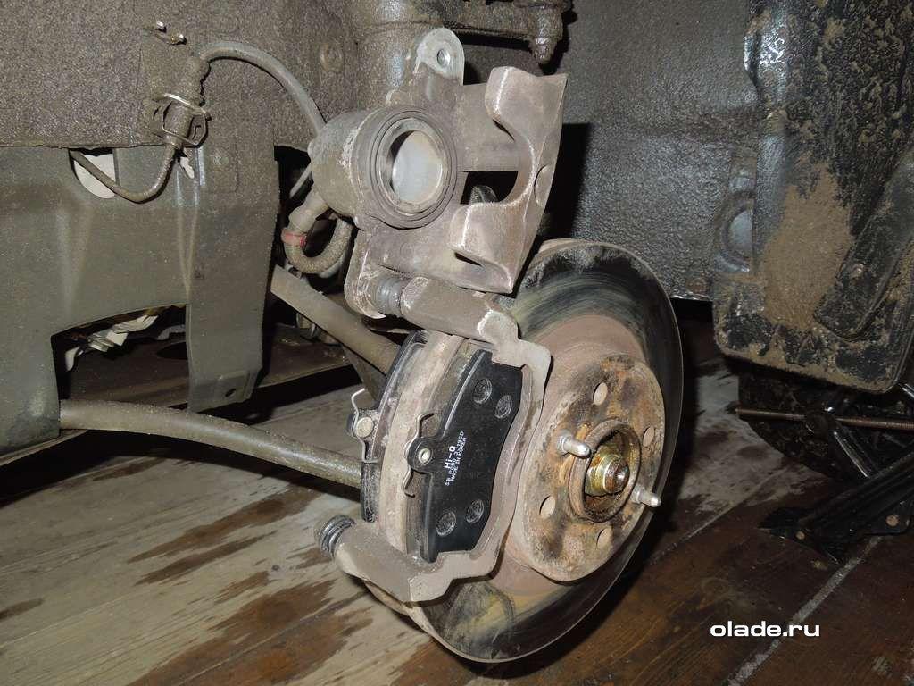 Замена тормозных колодок на Ладе Приора (фото 10)