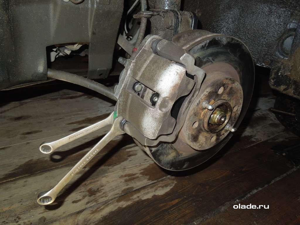 Замена тормозных колодок на Ладе Приора (фото 4)
