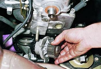Замена помпы двигателя на 8 клапанов