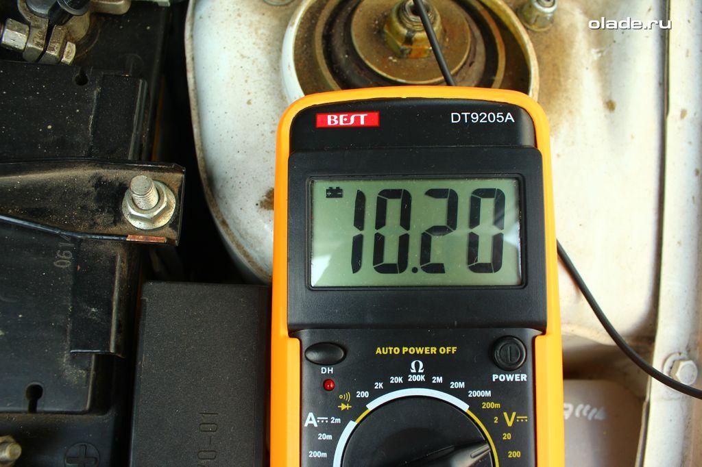 Проверка аккумулятора и генератора мультиметром (фото 5)