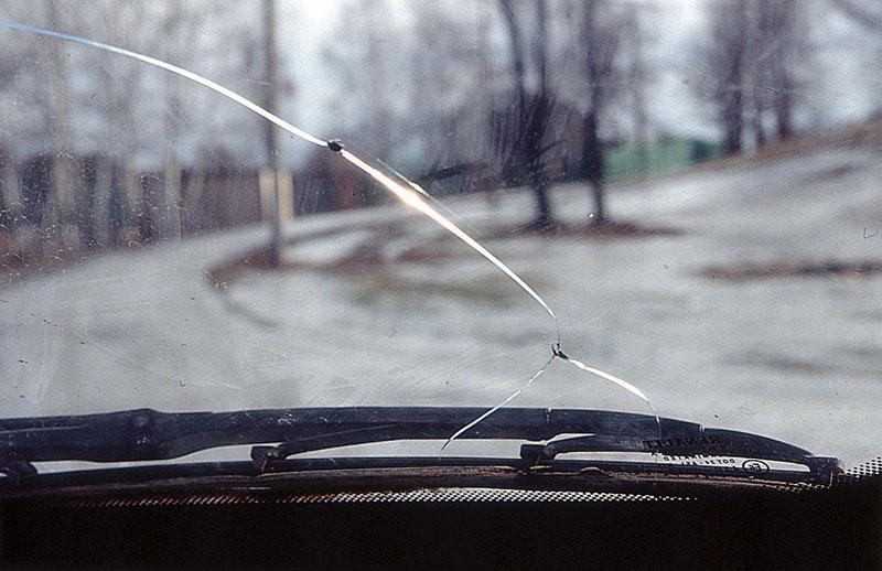 Ремонт сколов и трещин на лобовом стекле своими руками (фото 1)