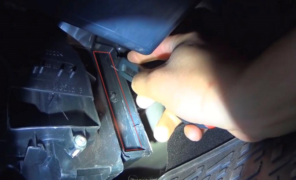 Замена фильтра салона на Лада Ларгус (фото 1)